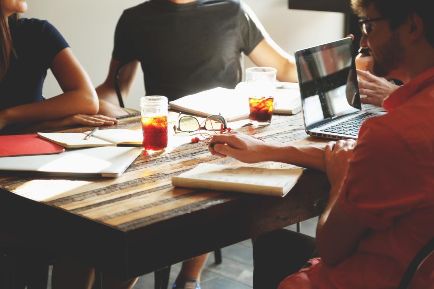 optimized-people-coffee-tea-meeting